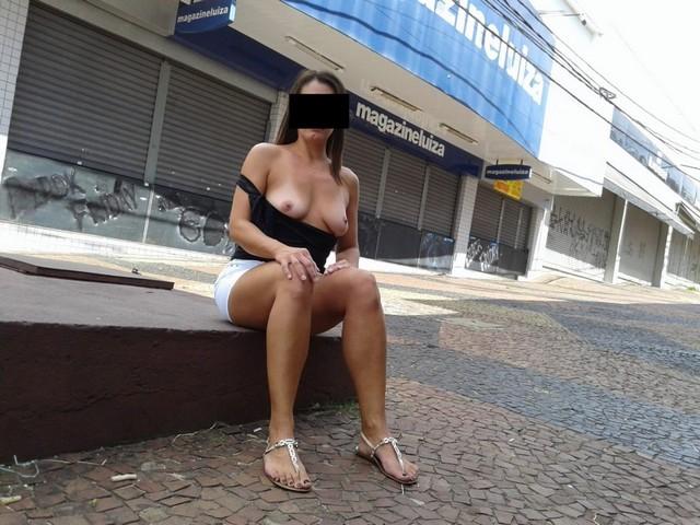Raquel fazendo exibicionismo pelada no centro de Americana SP