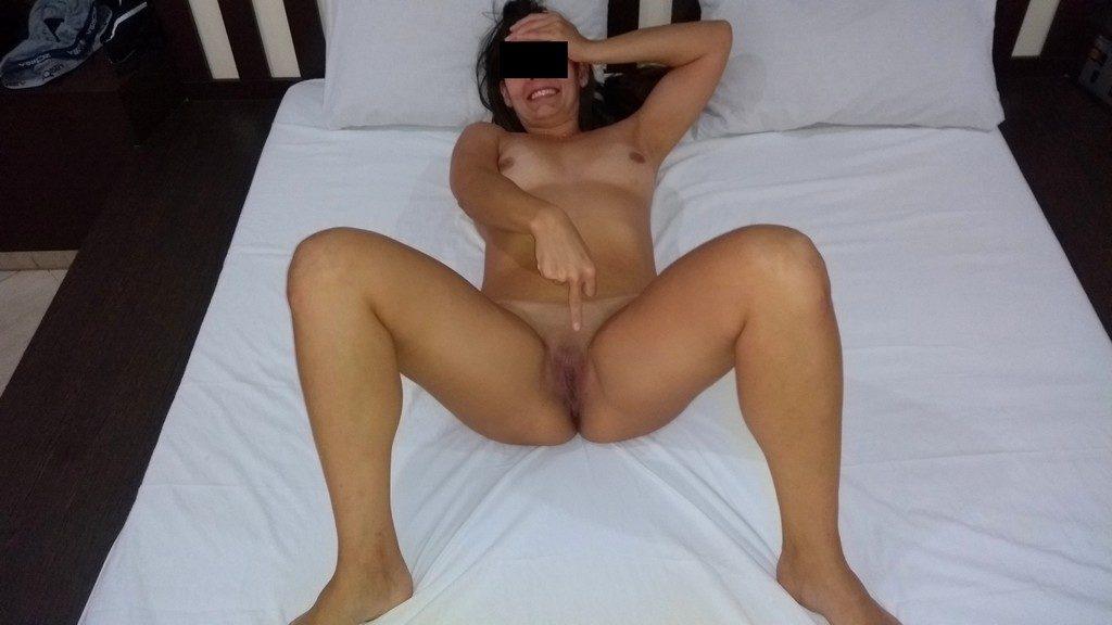 Raquel bêbada se arreganhando toda no motel