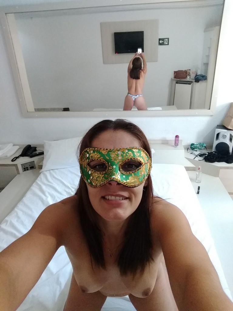 Raquel Exibida fazendo dupla penetração com os brinquedos eróticos